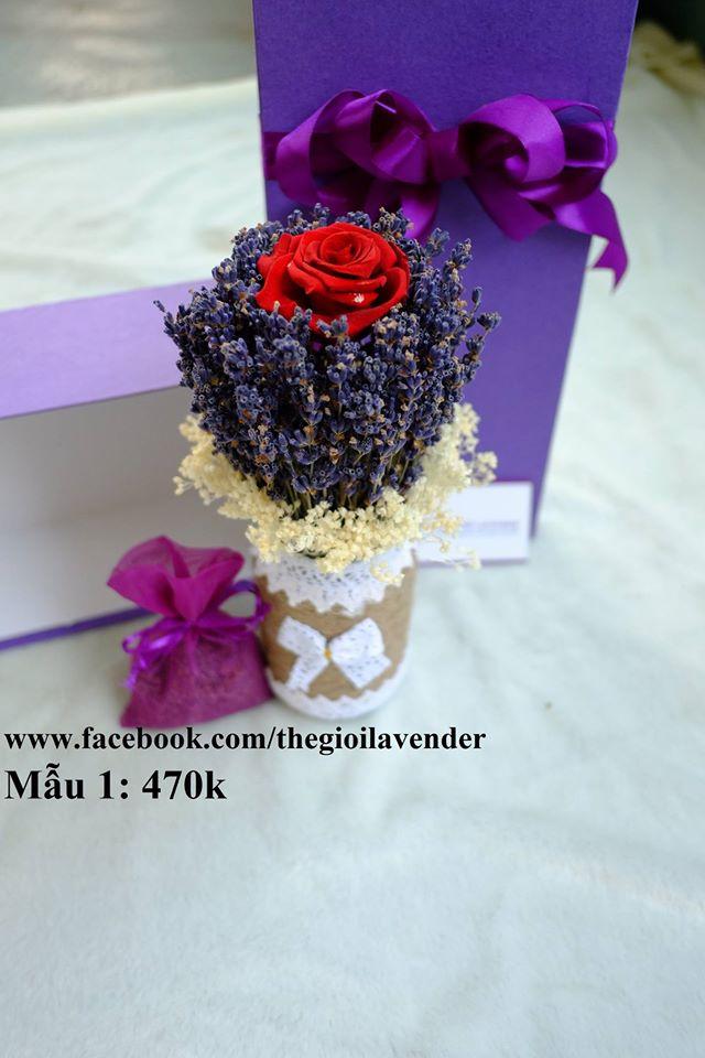 hộp quà tặng hoa lavender khô và hoa hồng bất tử